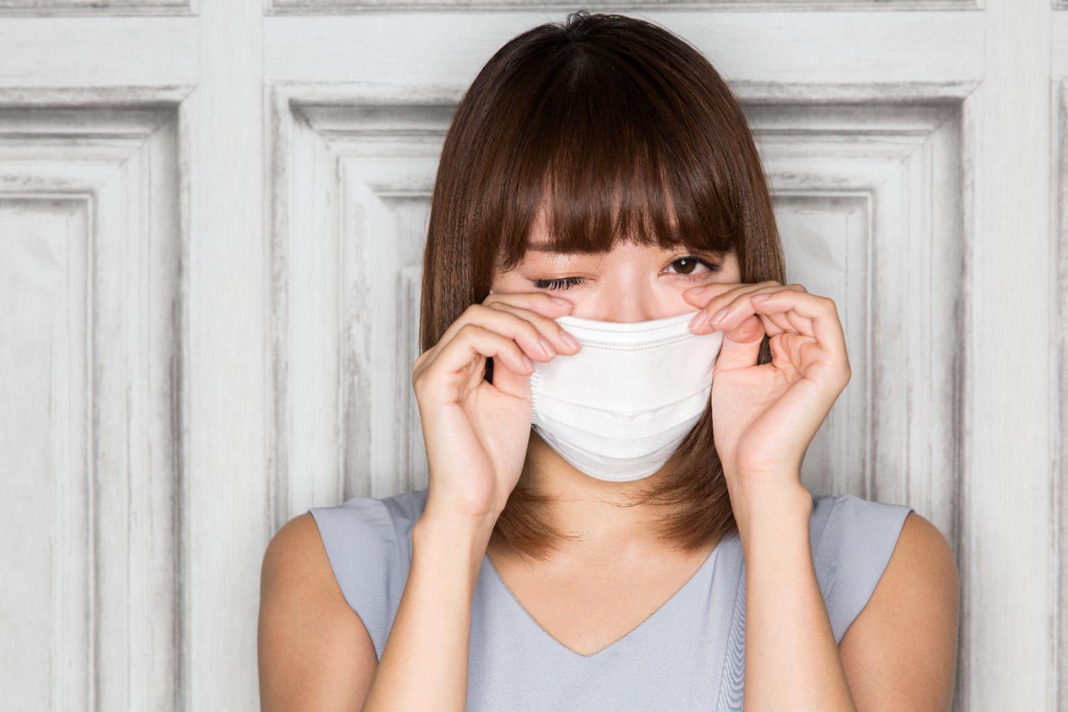 Woman wearing a mask closing an eye